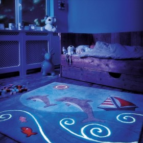 tapis enfant fluorescent glowy dauphin arte espina