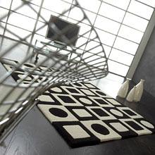 tapis simbols en laine noir et blanc carving