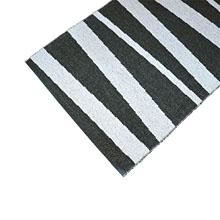 tapis de couloir are rayé noir et blanc sofie sjostrom design