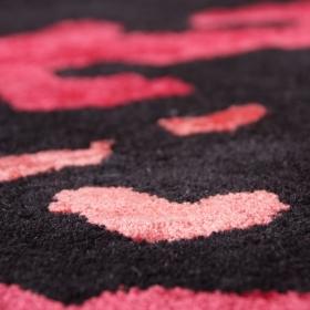 tapis moderne en laine noir et rose graphit