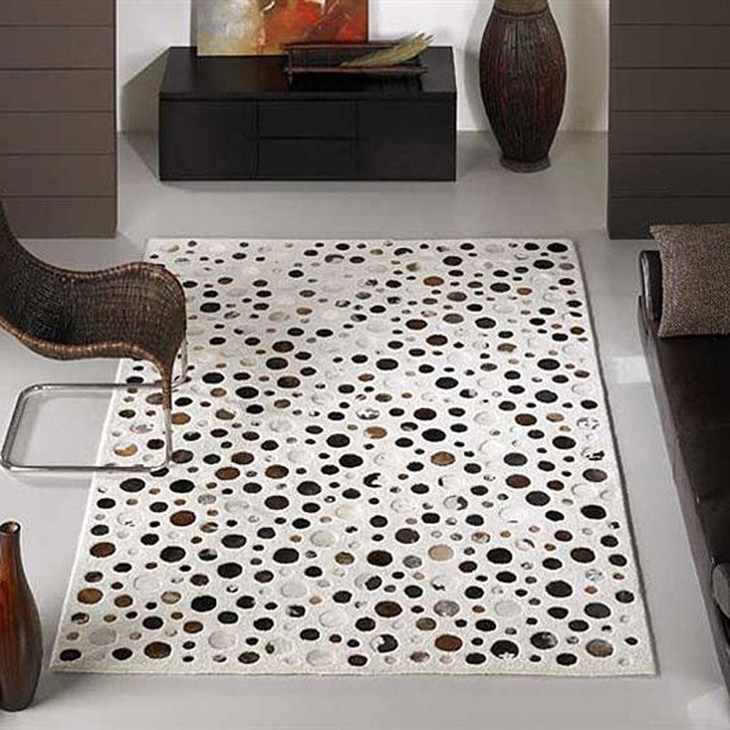 tapis à motifs en peaux rocking blanc carving