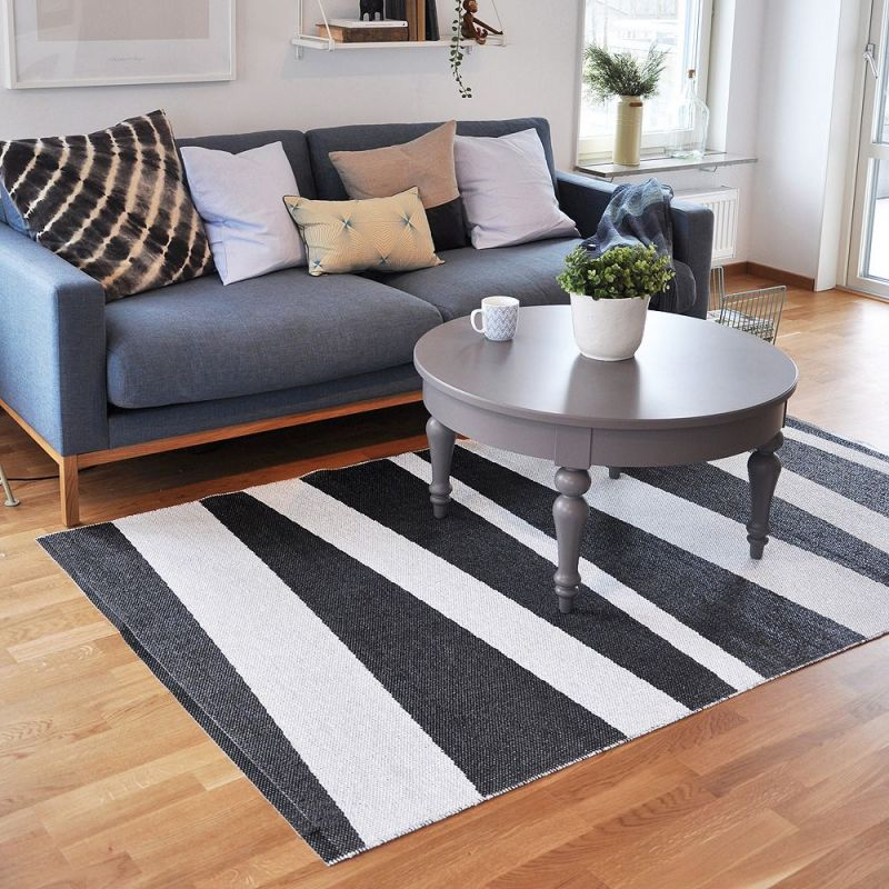 tapis de couloir are ray noir et blanc sofie sjostrom design 70x100. Black Bedroom Furniture Sets. Home Design Ideas