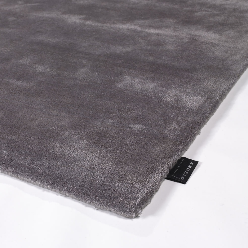tapis en viscose annapurna gris fonc angelo tuft main 140x200. Black Bedroom Furniture Sets. Home Design Ideas