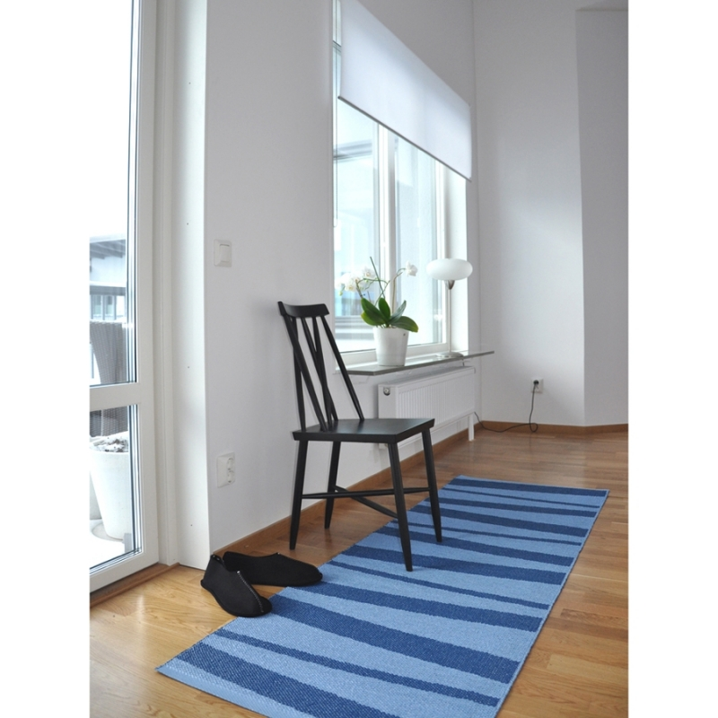 tapis de couloir z br bleu aresofie sjostrom design 70x200. Black Bedroom Furniture Sets. Home Design Ideas