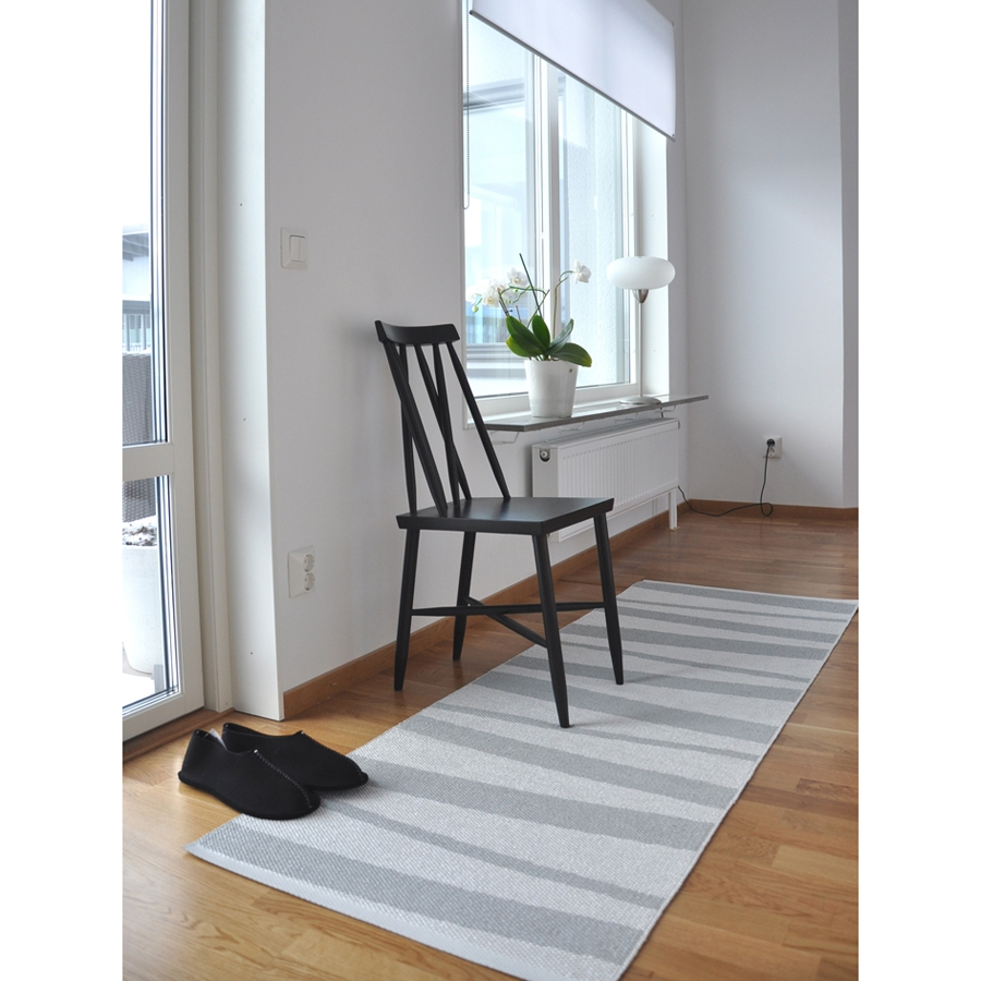 tapis de couloir are ray gris et blanc sofie sjostrom. Black Bedroom Furniture Sets. Home Design Ideas