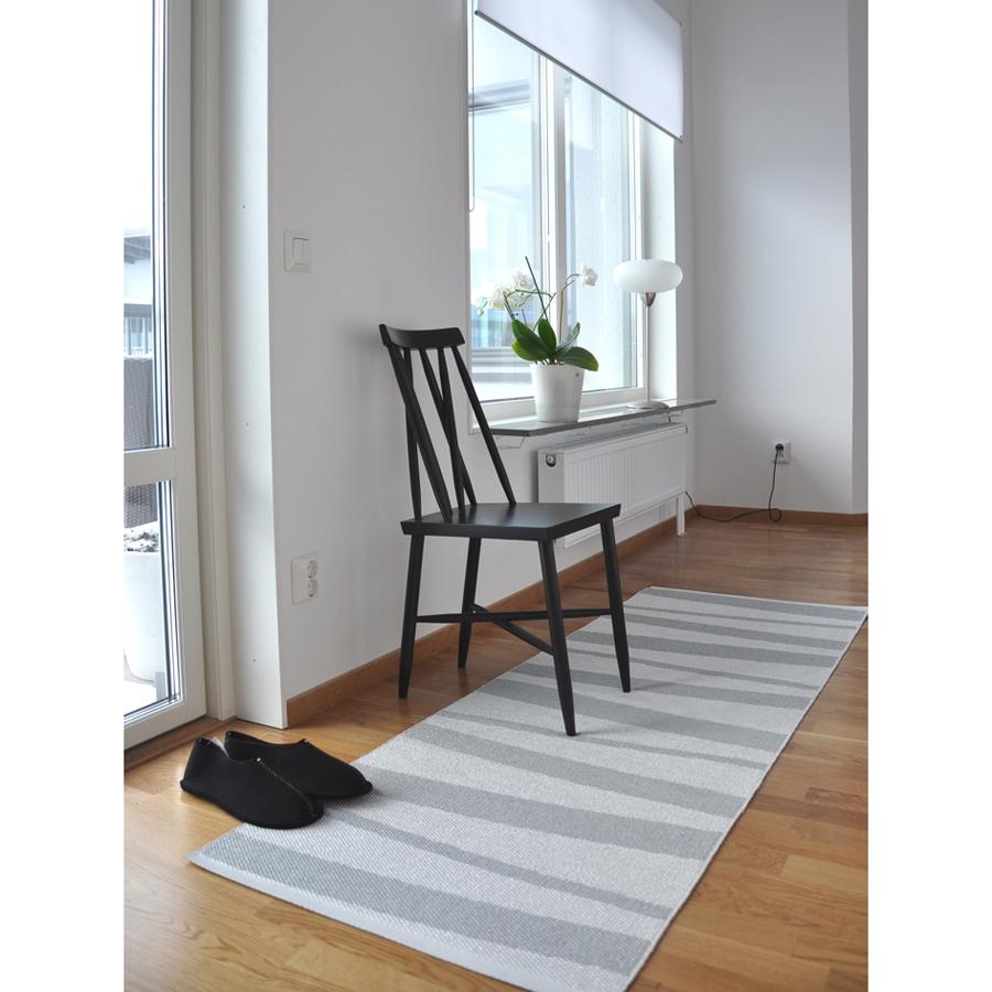 Tapis de couloir rayé gris et blanc are sofie sjostrom design 70x200