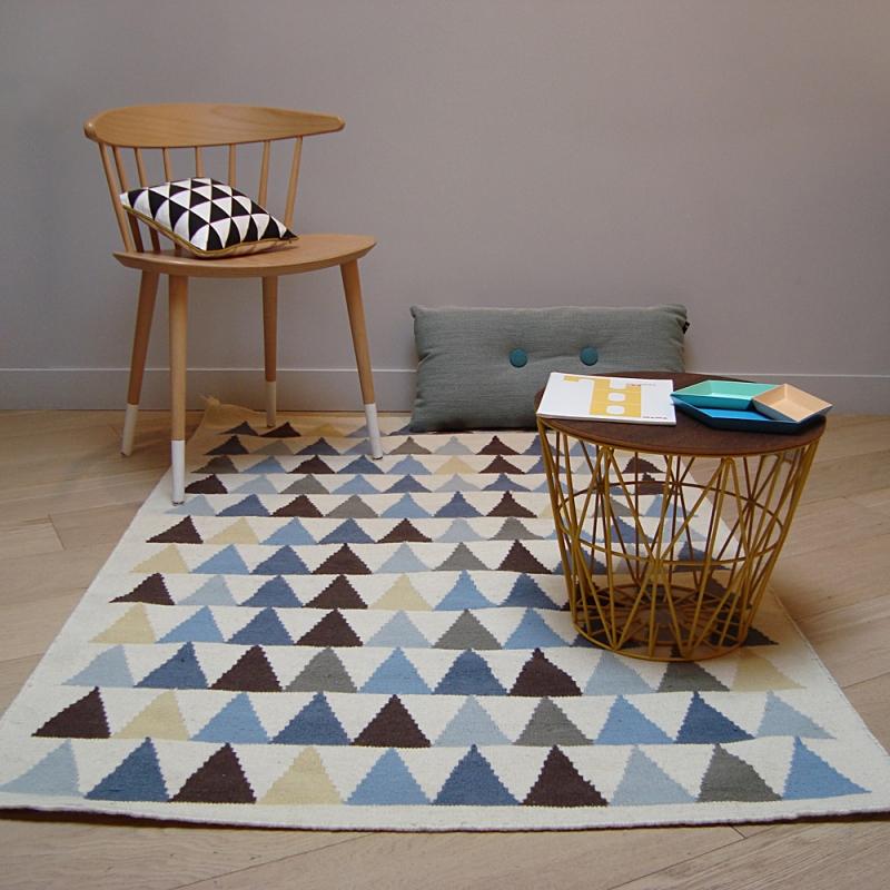 tapis enfant tiss main en laine triangle bleu art for kids 110x160. Black Bedroom Furniture Sets. Home Design Ideas